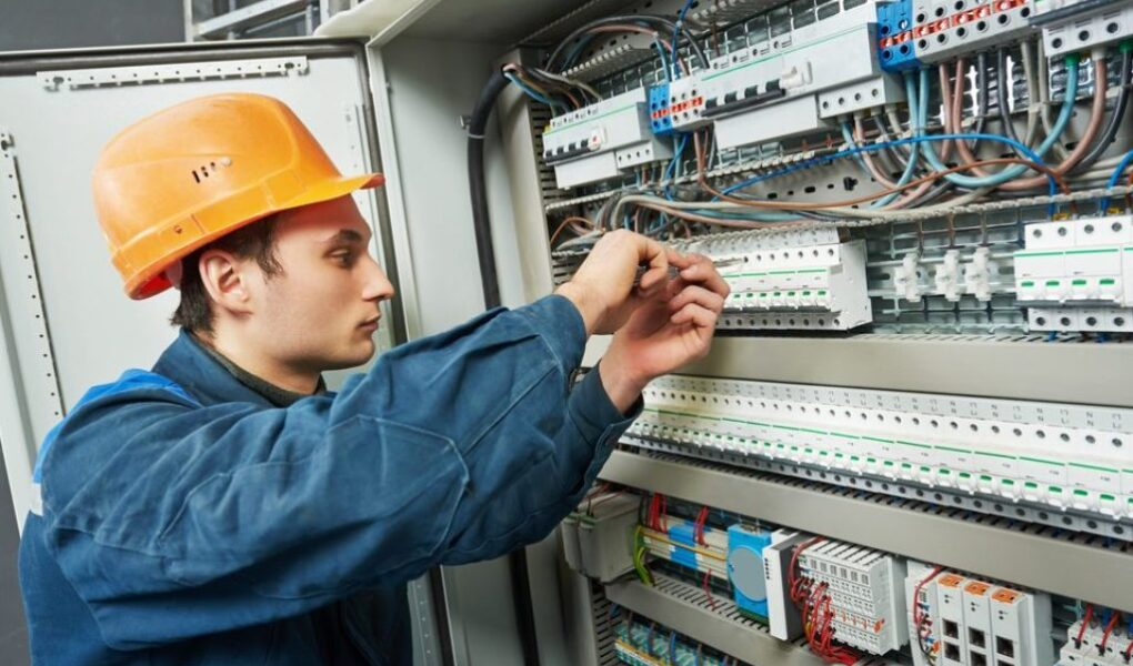 5 Tips for Choosing the Best Electrical Contractor for Your Business
